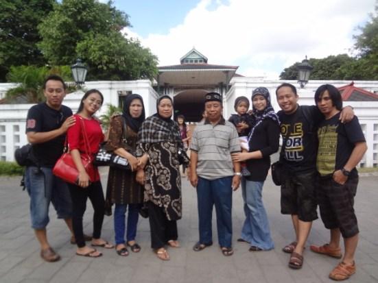 Foto Bersama di Depan Keraton Jogja