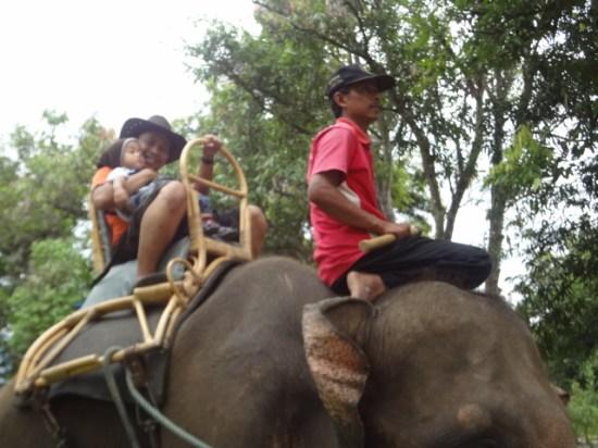 Naik Gajah bersama Bara di Areal Candi Borobudur, Magelang, Jawa Tengah