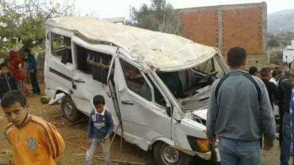 قتيلين إثر إنقلاب سيارة للنقل المزدوج بتطوان