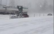 خطير.. تزحلق السيارات في بلجيكا أثناء عاصفة ثلجية