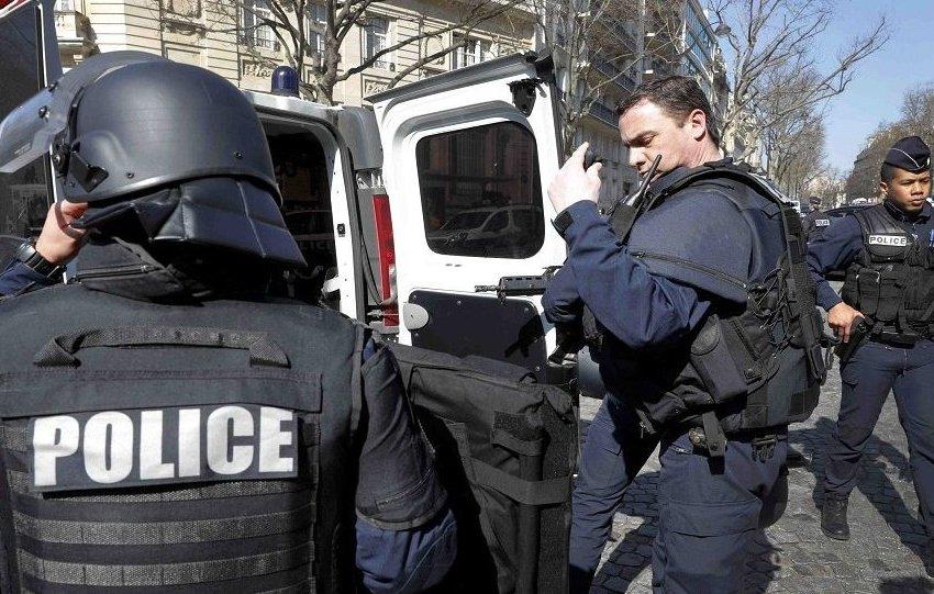 داعش يعلن مسؤوليته عن الهجوم الدامي بسكين في باريس