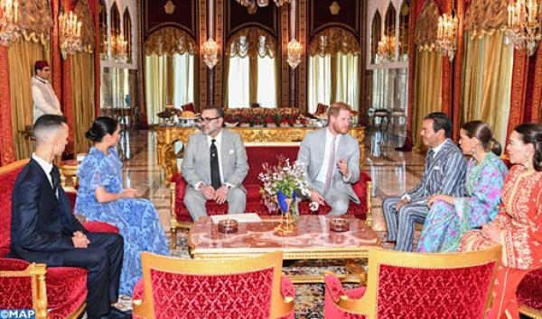 الملك يقيم حفل شاي على شرف الأمير هاري وعقيلته