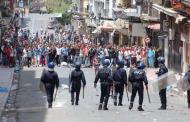 الجزائر تخرج عن السيطرة والرصاص يلعلع وسط المتظاهرين في العاصمة - فيديو