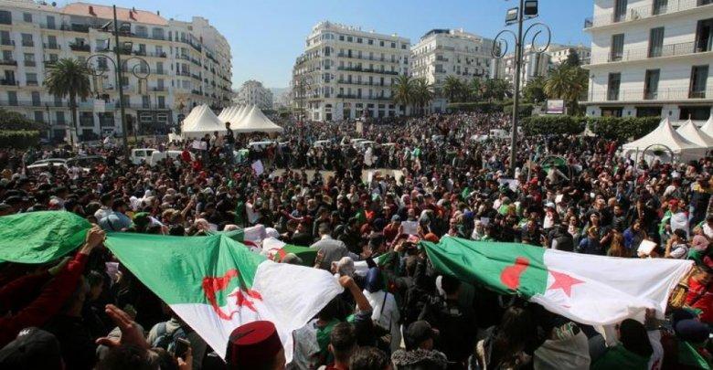 في الجمعة ال 12 ..الجزائريون يتشبتون بتغيير النظام الفاسد