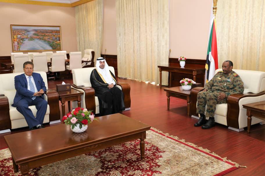 رئيس البرلمان العربي يلتقي رئيس المجلس العسكري الانتقالي بجمهورية السودان