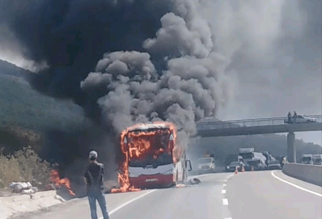 النيران تلتهم حافلة للمهاجرين بطنجة -فيديو