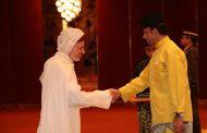 بسبب التراخي... الخارجية تعفي السفير بن خلدون من مهامه بماليزيا