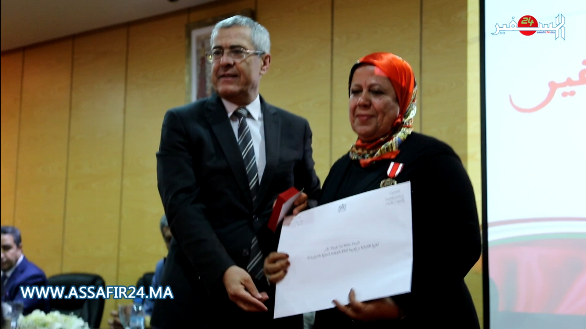 وزير العدل يشرف على توشيح موظفات بأوسمة ملكية بالدار البيضاء