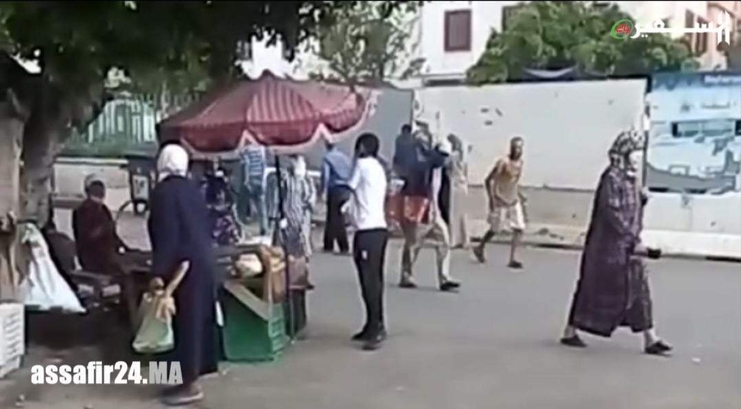 شاهد .. احداث ثقب في سياج حي بوسبير الذي تحول إلى بؤرة في الدار البيضاء