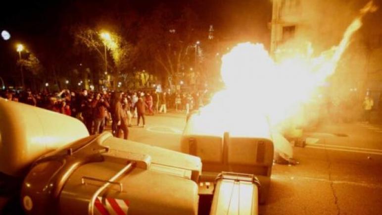 أعمال نهب وتخريب وسرقة واعتقال 38 شخصا بكاتالونيا
