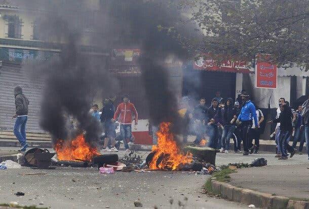 قوات الأمن الجزائرية تقمع احتجاجات سلمية تطالب برحيل الرئيس وجنرالاته العجزة