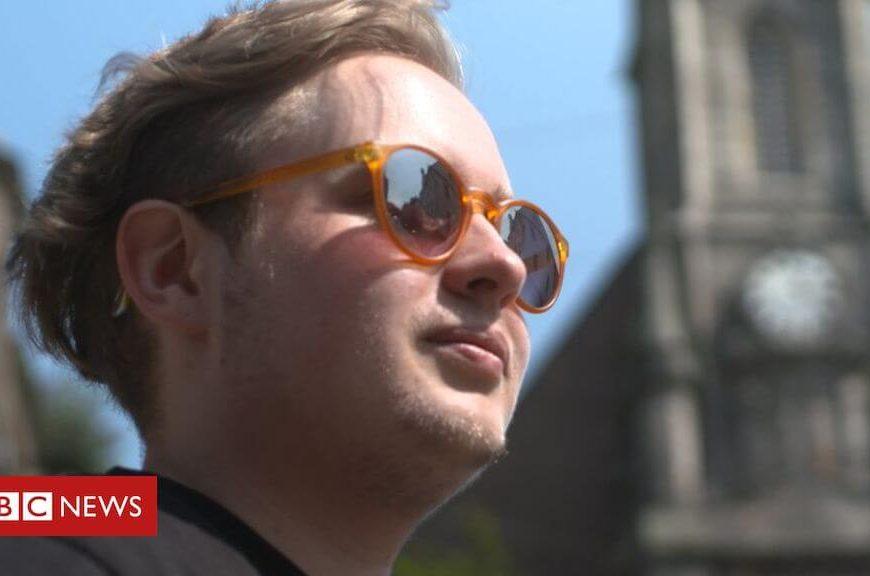 Transgender waiting lists 'putting people at risk'