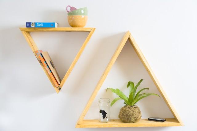 2 estantes em forma de triângulo