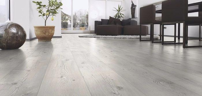 sala com piso laminado