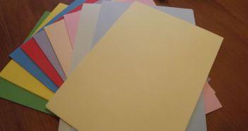 varias folhas de papel artesanal