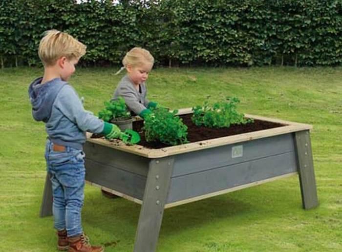 crianças e mesa de cultivo