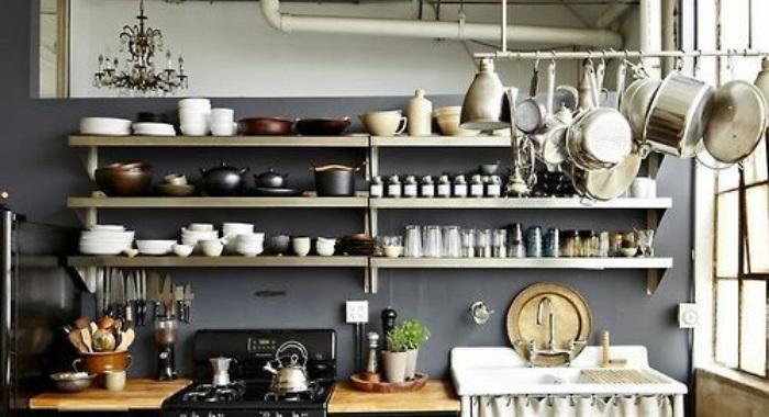 prateleiras de cozinha abertas