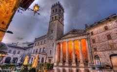 Piazza-del-Comune-Assisi