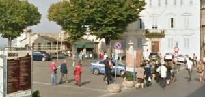 Assisi piazza SANTA CHIARA con pattuglia polizia