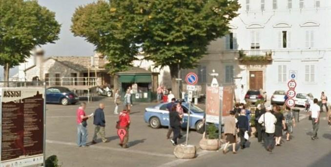 Famiglia visita Assisi e crea panico in centro storico, denunciate madre e figlia