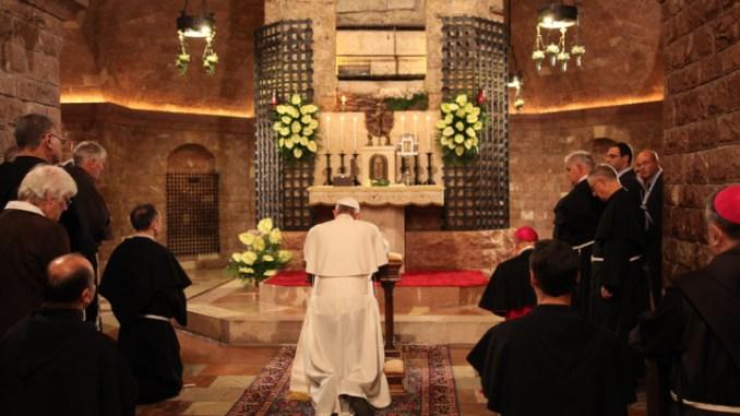 Il Papa ad Assisi il 3 ottobre 2020 in visita alla Tomba di San Francesco