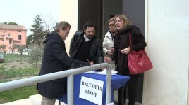 Protesta e raccolta firme strada Castelnuovo Assisi1
