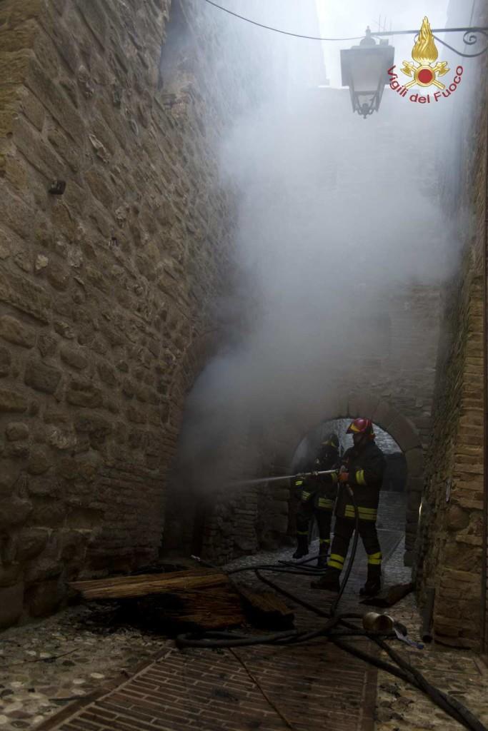 incendio-petrignano (2)