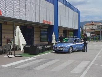 Polizia davanti al Maury's a Bastiola (1)
