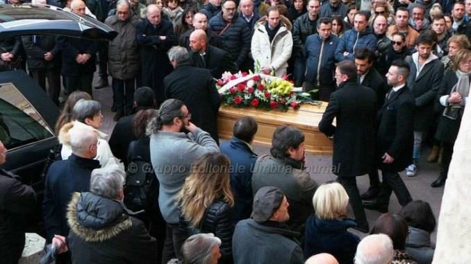 """Morto Carlo Angeletti, un mare di folla a dare il saluto a """"Il Tillo"""""""