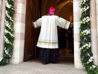 Assisi, il vescovo apre l'Atrio Santo