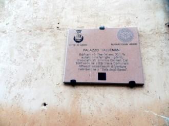 Palazzi di Assisi in condizioni indegne (1)
