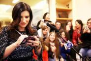 Laura Pausini a Radio Subasio, lunghe file di fan