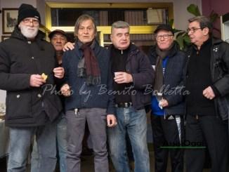 Enzo Eugeni chiude la sua bottega, festa per lo storico barbiere di Petrignano