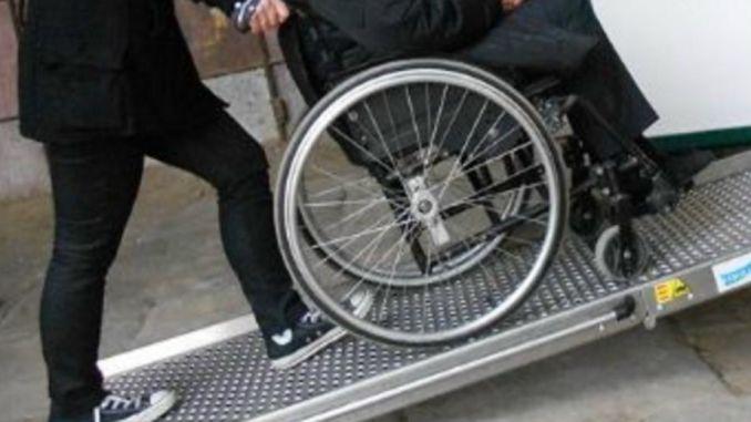 Monta rampa di accesso per disabili e deve pagare suolo pubblico