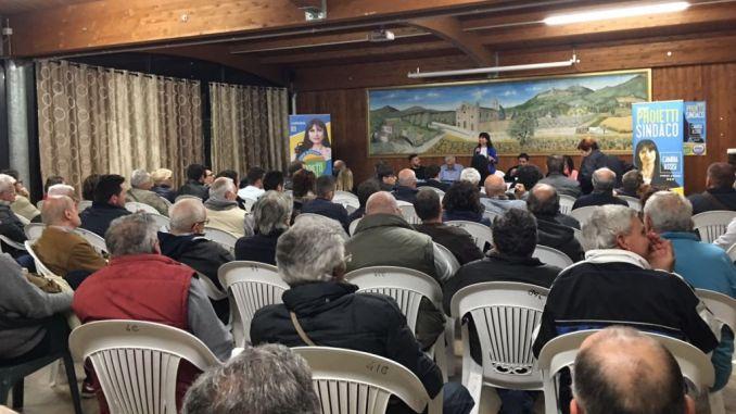 Entusiasmo a Rivotorto per la candidata sindaco Stefania Proietti