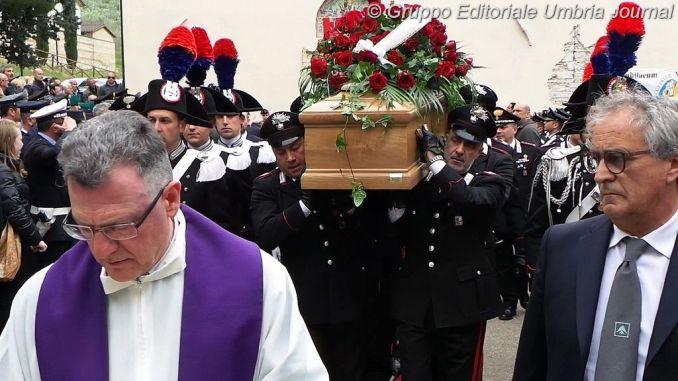 Celebrato a Capodacqua il funerale del Maresciallo Capo Massimo Massaccesi
