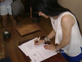 Il sindaco di Assisi, Stefania Proietti, ha firmato!