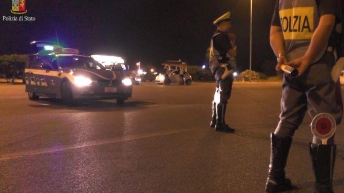 Senza patente e ubriachi alla guida, c'è pure una donna, polizia li denuncia