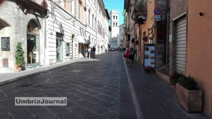 Traffico e sosta selvaggia ad Assisi, sindaco Stefania Proietti dice basta!