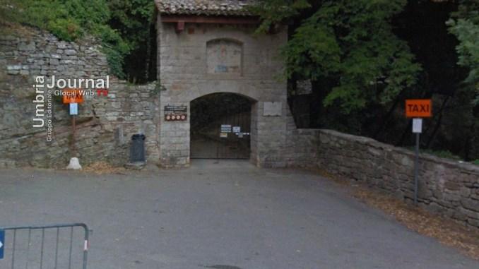 Tragedia all'Eremo delle Carceri,muore turista di 82 anni