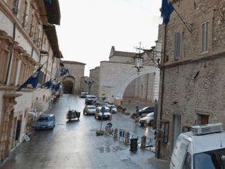Assisi, le attività posso usare ombrelloni, non è aumentata la Tosap