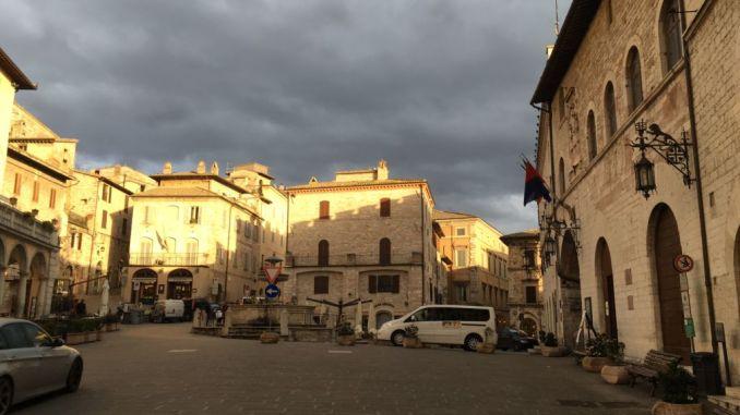 Occupazione suolo pubblico ad Assisi, Fronte Nazionale, si va a suon di querele