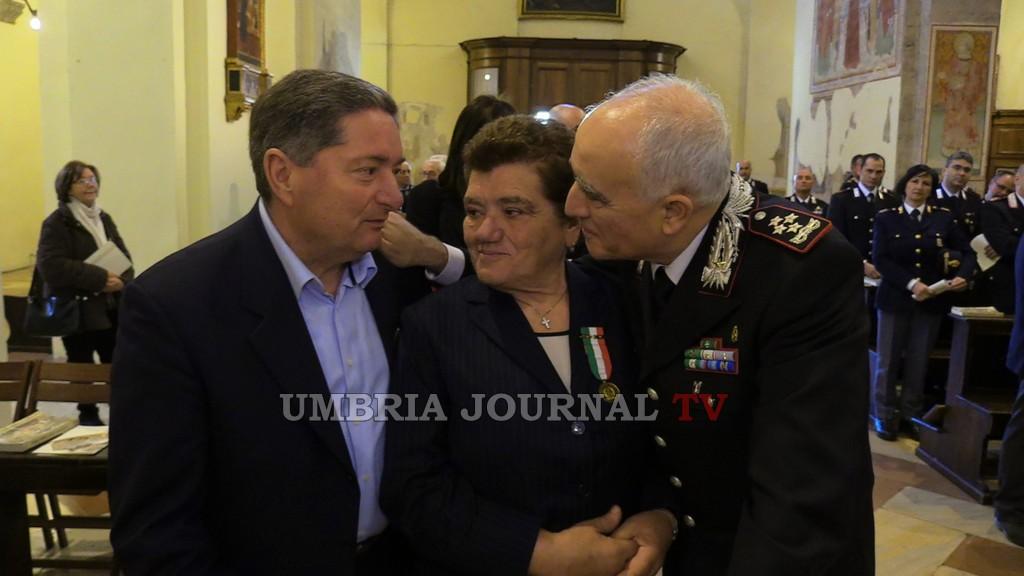 Tullio Del Sette con i genitori dei due carabinieri umbri