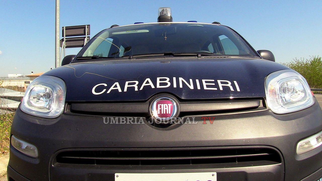 Ai domiciliari ospita in casa un pregiudicato, beccato dai carabinieri di Assisi