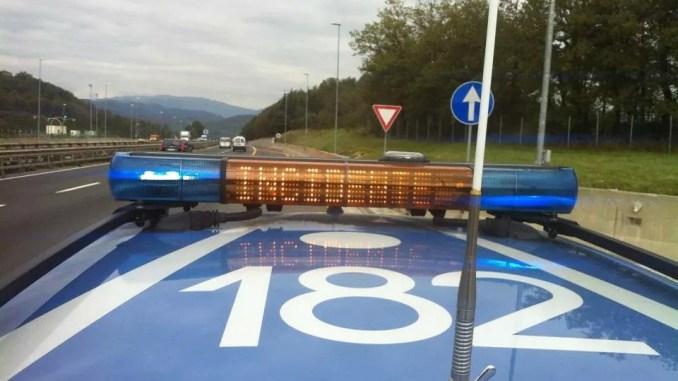 Auto si ribalta in un incidente stradale sulla 75 a Santa Maria degli Angeli, un ferito