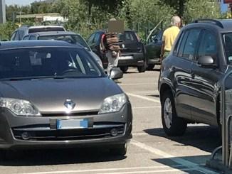 Extracomunitario minaccia un commerciante a Santa Maria degli Angeli