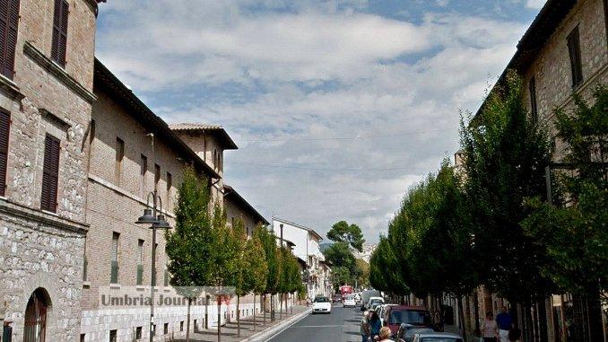 Assisi a corto di fiato economico e vivibilità, botteghe che chiudono