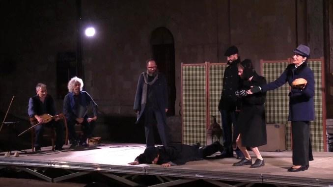 Teatro Sacro, i Giullari che fecero sorridere Dio, tantissima gente al primo spettacolo