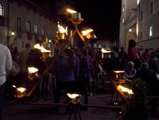 Festa San Francesco Assisi, la festa in piazza del Comune con musica e canti