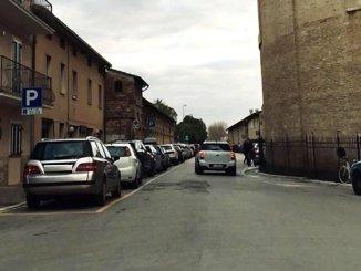 Parcheggiatore abusivo orina in via Protomartiri Francescani a Santa Maria